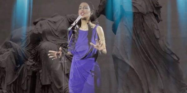 33χρονη από τον Δήμο Ελασσόνας τραγούδησε στο Βρετανικό Μουσείο για την επιστροφή των Γλυπτών (Βίντεο)
