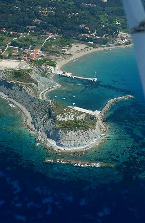 Το λιμάνι της Ερεικούσσας από ψηλά - Διαπόντια νησιά