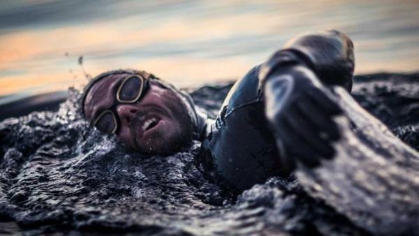 Από τα Σφακιά στη Γαύδο…κολυμπώντας! (video)