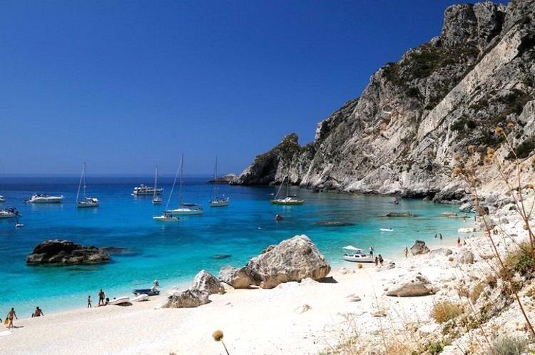 """Η παραλία """"Άσπρη Άμμος"""" στους Οθωνούς - Διαπόντια νησιά"""