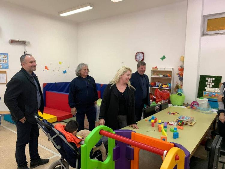 Ο Δήμαρχος Αιγάλεω επισκέφτηκε και το ειδικό νηπιαγωγείο για παιδιά με αναπηρία