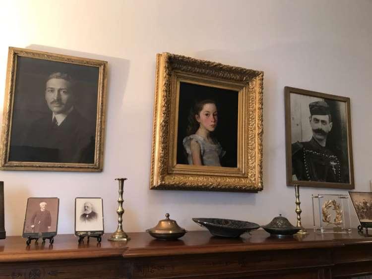 Πορτρέτα του Ίωνα Δραγούμη, της κ. Ναταλίας Ιωαννίδη και του Παύλου Μελά, στην οικία της κ. Ναταλίας Ιωαννίδη