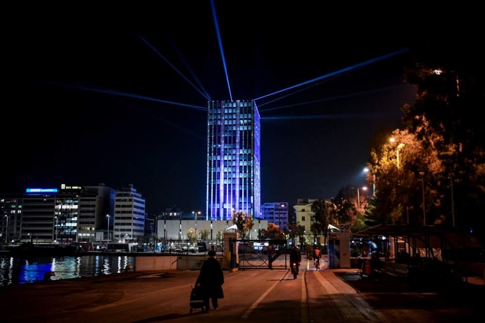 Εντυπωσιακός ο Πύργος του Πειραιά για τις γιορτές ΦΩΤΟ 1 ΕΙΚΟΝΑ