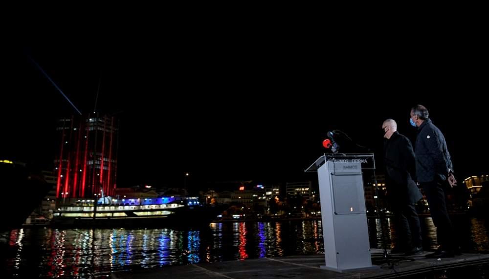 Εντυπωσιακός ο Πύργος του Πειραιά για τις γιορτές ΦΩΤΟ 2 ΕΙΚΟΝΑ