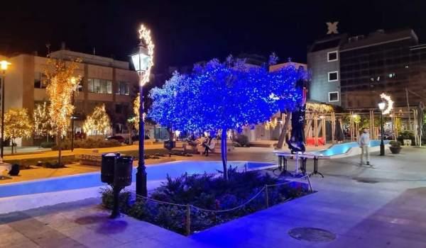 Στα μπλε το Χριστουγεννιάτικο Δέντρο Αγάπης στη Χαλκίδα