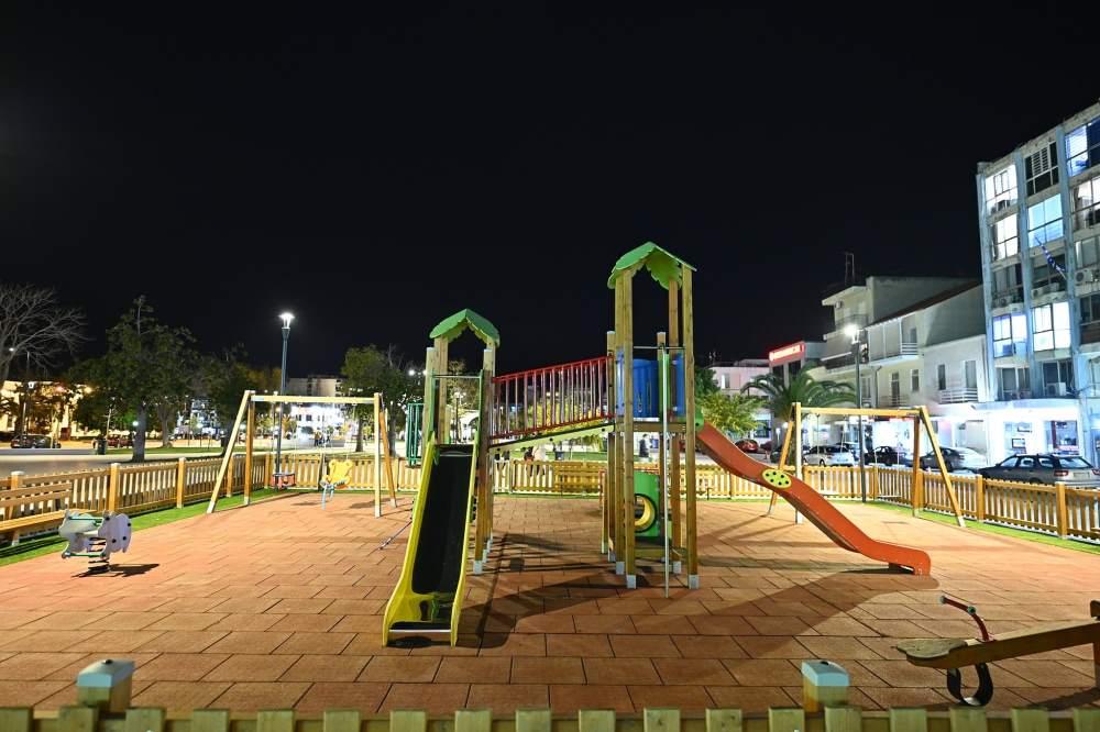 Πλατεία Παναγή Τσαλδάρη στη Κόρινθο Παραδόθηκε στους Δημότες μετά από χρόνια Η παιδική χαρά