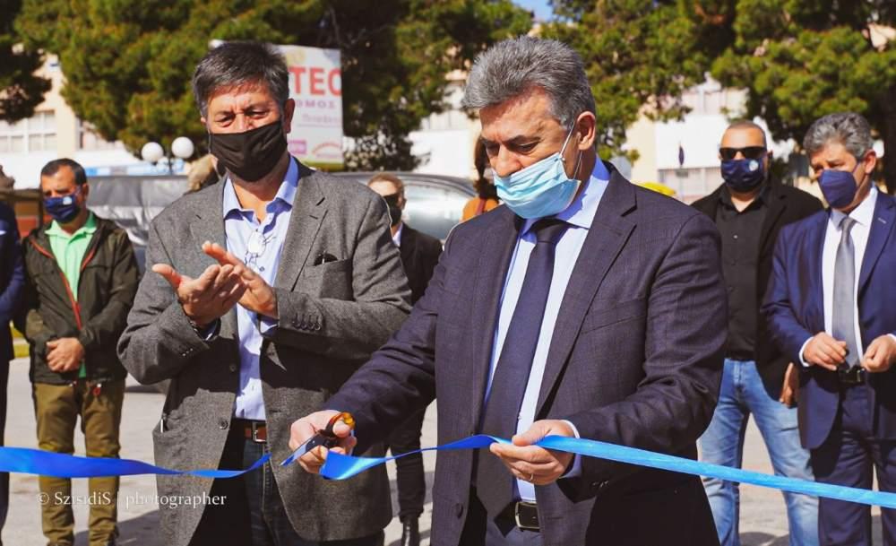 Πλατεία Παναγή Τσαλδάρη στη Κόρινθο Παραδόθηκε στους Δημότες μετά από χρόνια - Ο Δήμαρχος κόβει συμβολικά την κορδέλα