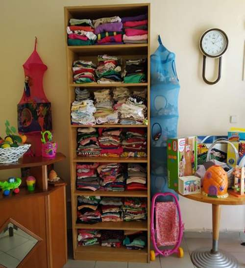 Κοινωνική Ιματιοθήκη Διονύσου αναβαθμίστηκε σε νέο χώρο Παιδικά ρούχα