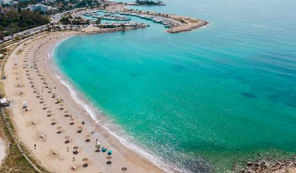 Παραλία Γλυφάδας: Ωραιότερη από πότε και έτοιμη για το καλοκαίρι (ΦΩΤΟ)