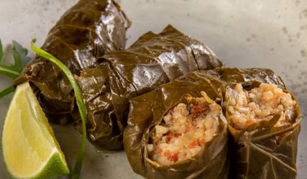 Ντολμαδάκια γεμιστά με κουσκους και γαρίδες (Συνταγή)