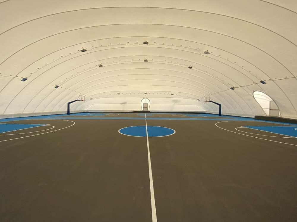 Εντυπωσιακό το λυόμενο στέγαστρο στα 2 γήπεδα μπάσκετ στο Αθλητικό Κέντρο Χολαργού και με νέο ελαστικό τάπητα
