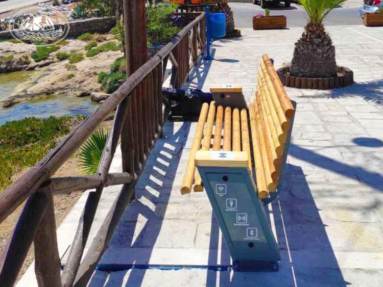 Καινοτόμες υποδομές στον Δήμο Κάσου Έξυπνα παγκάκια